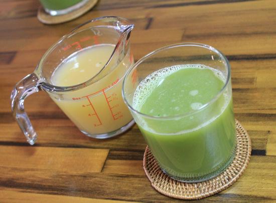 りんごジュースとグリーンジュース