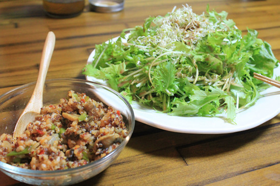マッサご飯とサラダ